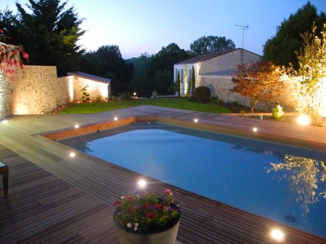 Eclairage de piscine fashion designs for Club piscine bois des filion