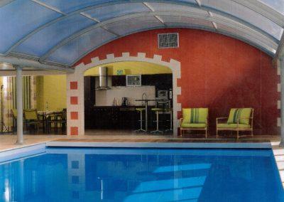 Intérieur avec piscine