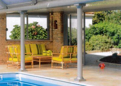 Intérieur avec piscine et terrasse